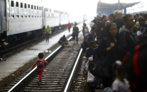 Migrants wait on a platform for a train at the Keleti train station in Budapest, Hungary, September 3, 2015 as Hungarian police withdrew from the gates after two days of blocking their entry. REUTERS/Leonhard Foeger - RTX1QUXB