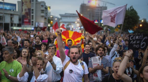 Protesters shout slogans in front of the Parliament building in Skopje on April 18, 2016, during a protest against the president's shock decision to halt probes into more than 50 public figures embroiled in a wire-tapping scandal. © Robert Atanasovski / AFP