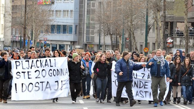 350297_Bosnian-protesters1
